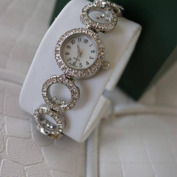Relógio quartz importado original com pedras