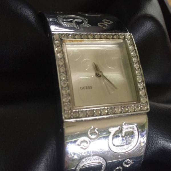 Relógio clássico guess