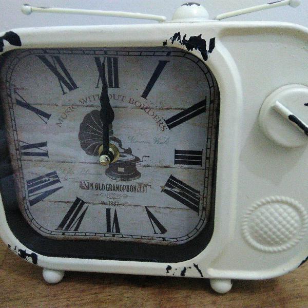 Relógio de mesa tv retrô