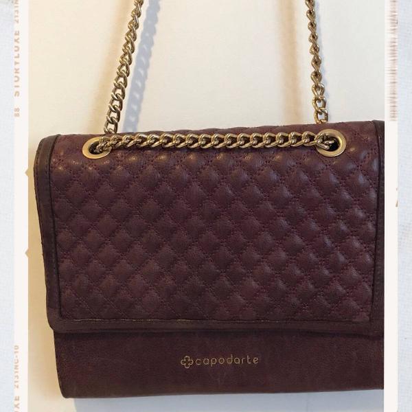 Bolsa capodarte roxa com correntes douradas