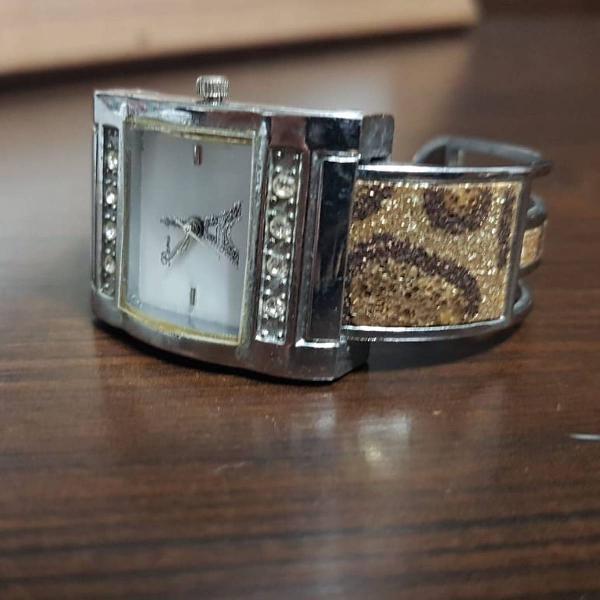 Relógio aço torre eiffel parisiense
