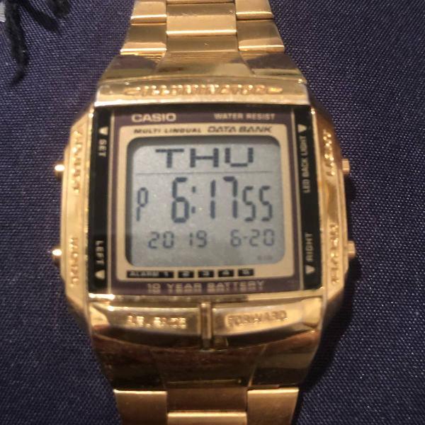 Relógio casio dourado retro digital