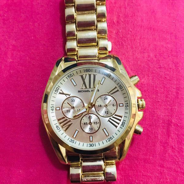 Relógio de pulso dourado michael kors