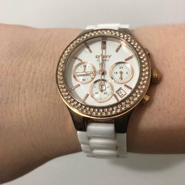 Relógio dkny em cerâmica