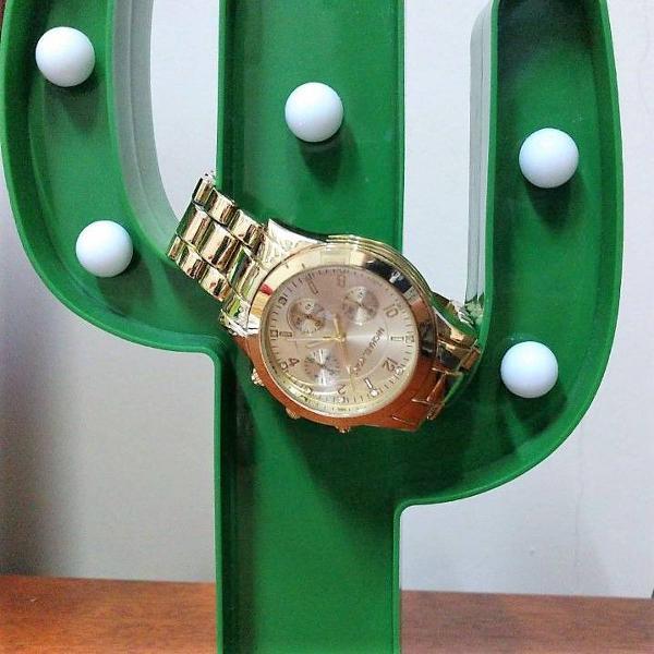 Relógio dourado