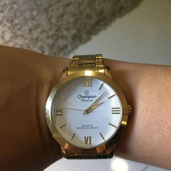 Relógio dourado champion