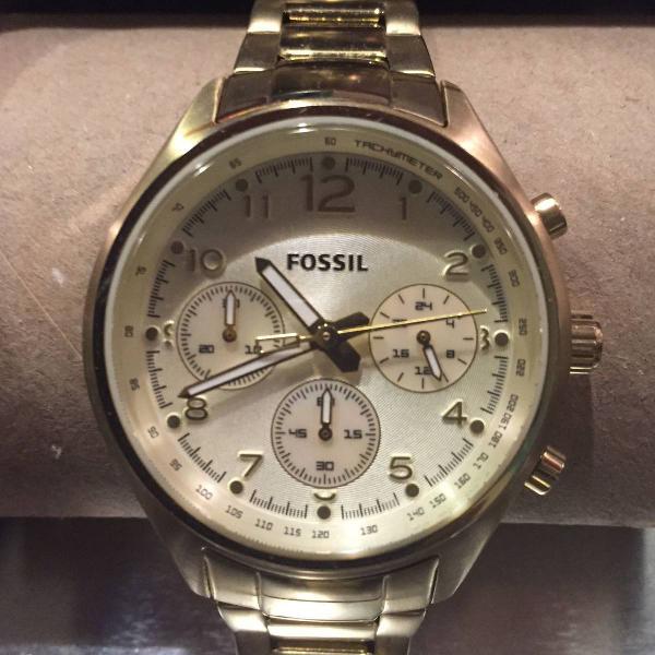 Relógio dourado fossil