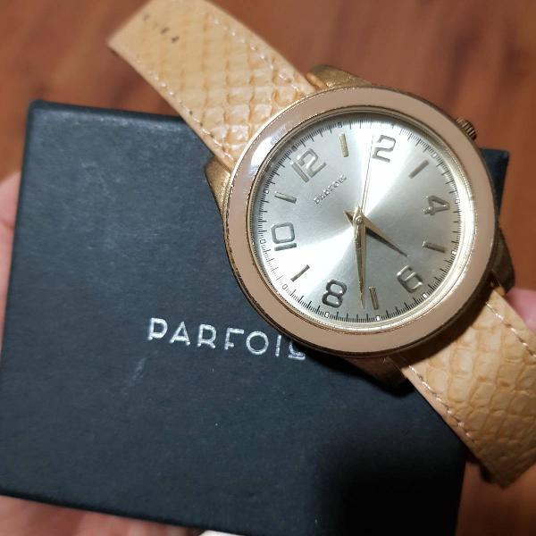 Relógio dourado parfois couro