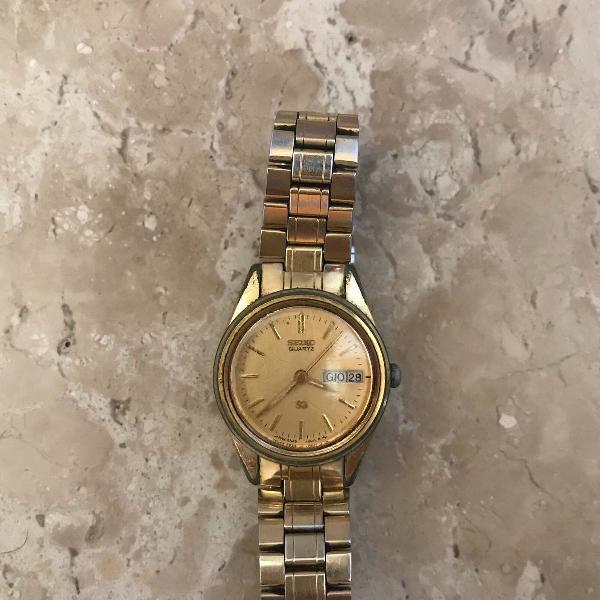 Relógio dourado seiko quartz italiano