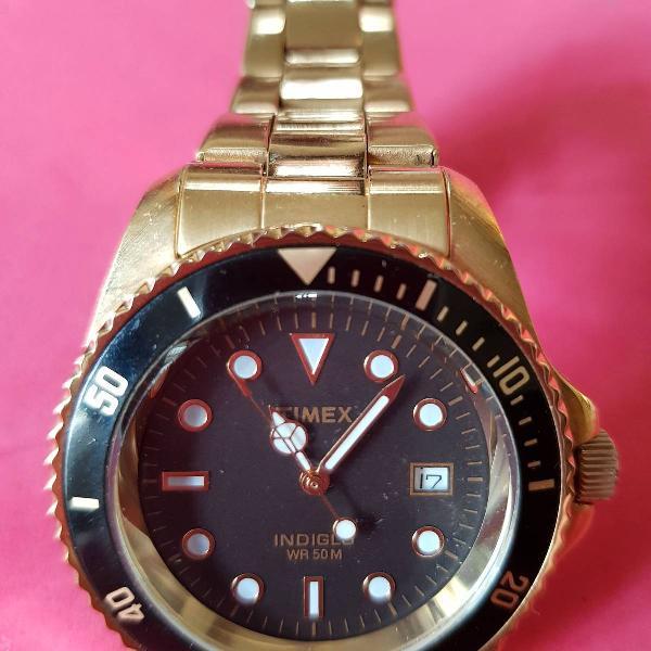 Relógio dourado timex