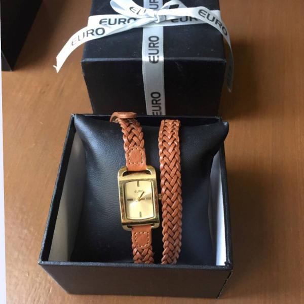 Relógio euro dourado e couro