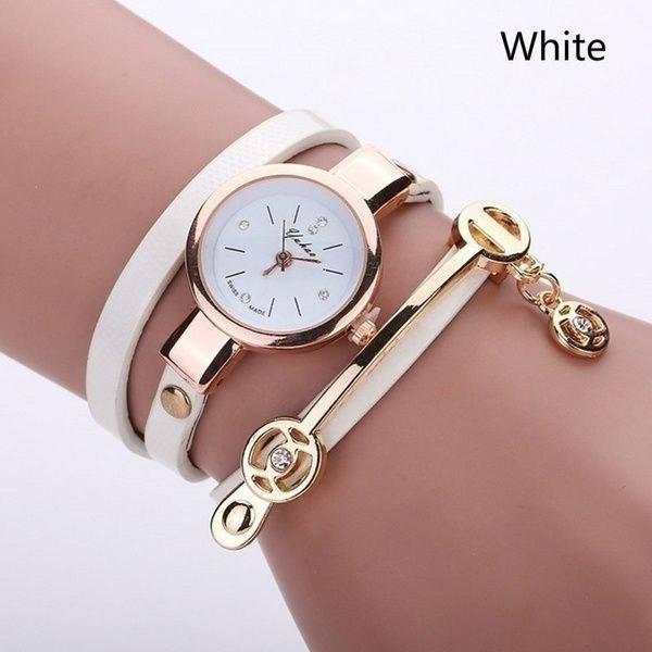 Relógio feminino dourado pulseira 3 voltas novo e branco