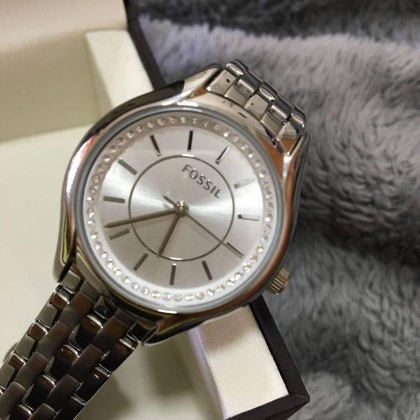 Relógio fossil com brilhantes