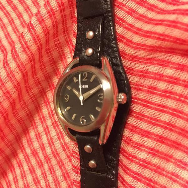 Relógio fossil de couro preto