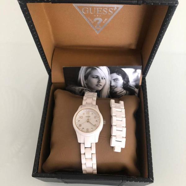 Relógio guess branco para usar todo dia