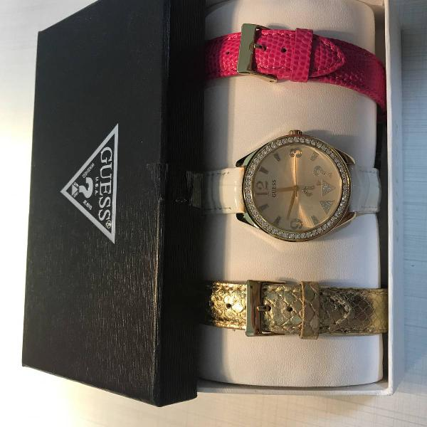 Relógio guess feminino 3 pulseiras nunca usado lindo!!