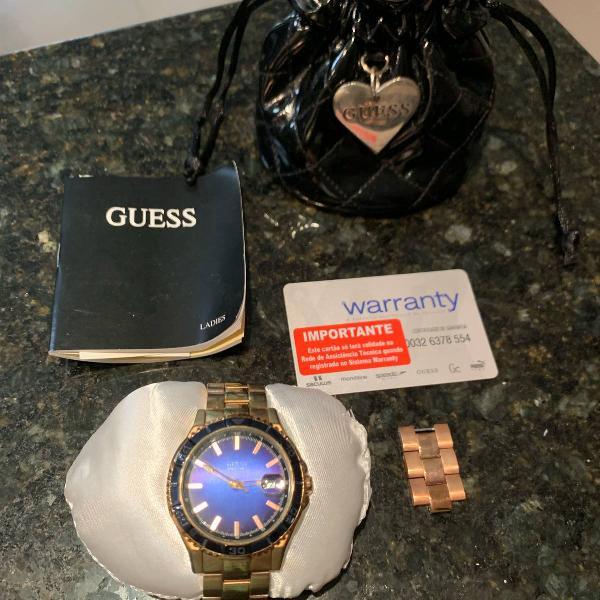 Relógio guess original rosê com fundo azul