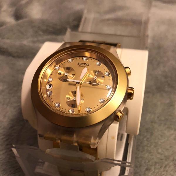 Relógio swatch dourado full blooded