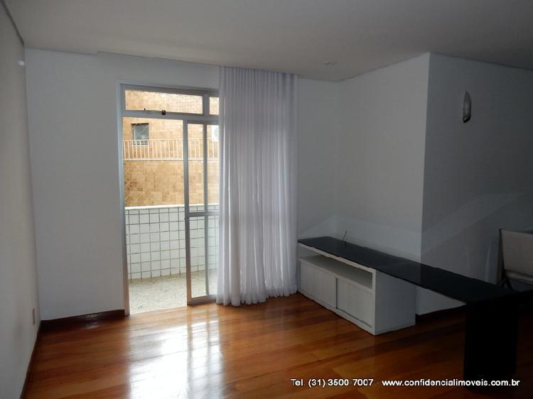 Apartamento com 3 Quartos à Venda, 107 m² por R$ 600.000
