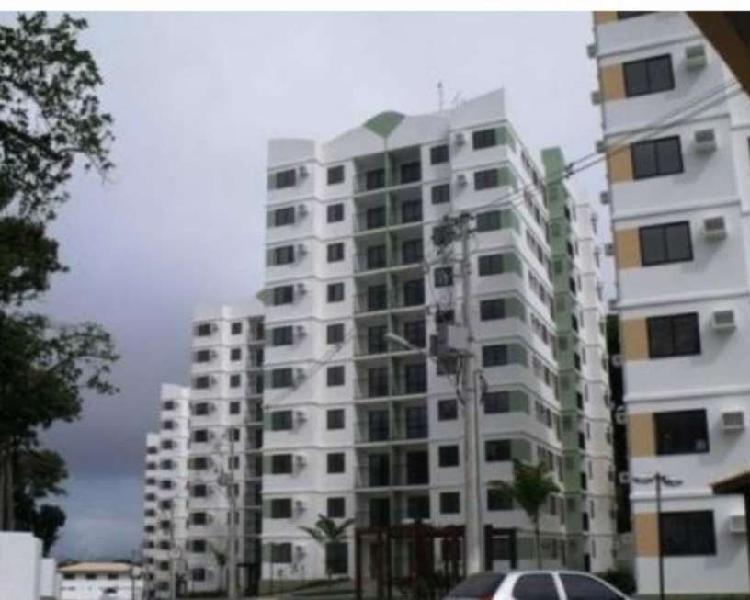 Apartamento com 3 Quartos para Alugar, 74 m² por R$