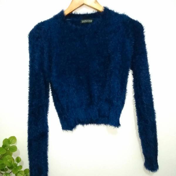 Blusa manga longa crooped de pelinhos azul marinho, tamanho