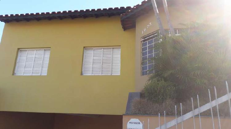 Casa com 3 quartos para alugar, 100 m² por r$ 1.400/mês