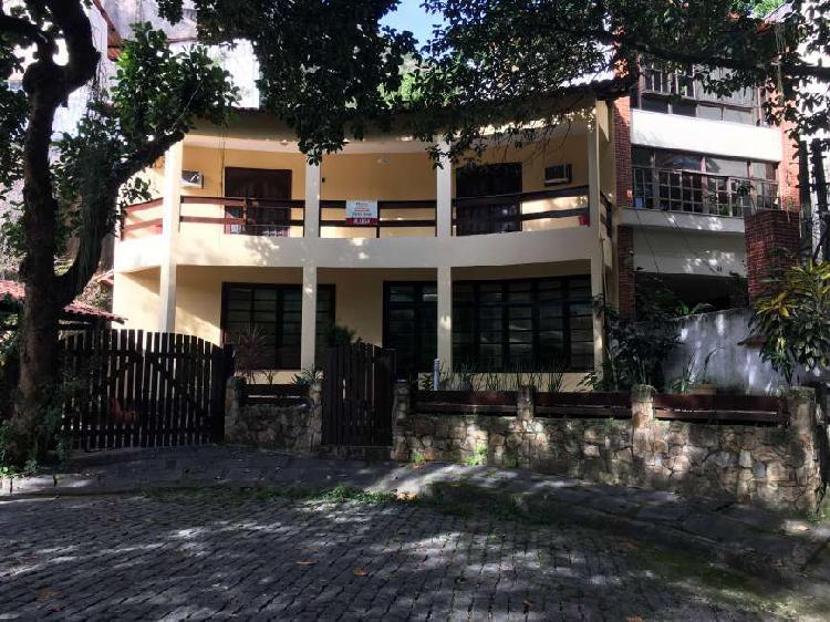 Casa com 4 quartos para alugar, 339 m² por r$ 3.000/mês