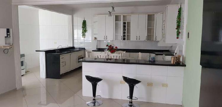 Sobrado com 2 quartos para alugar, 180 m² por r$ 1.600/mês