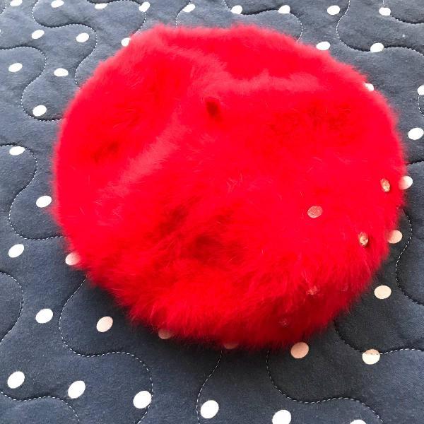 Boina inverno vermelha peludinha