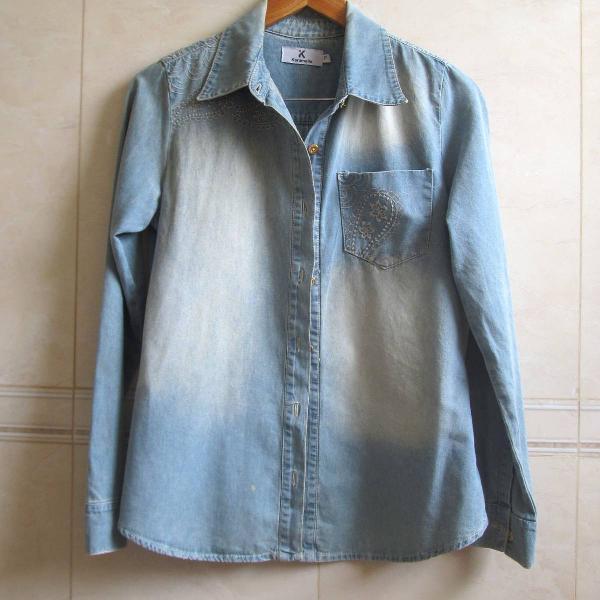 Camisa jeans estonada bordada