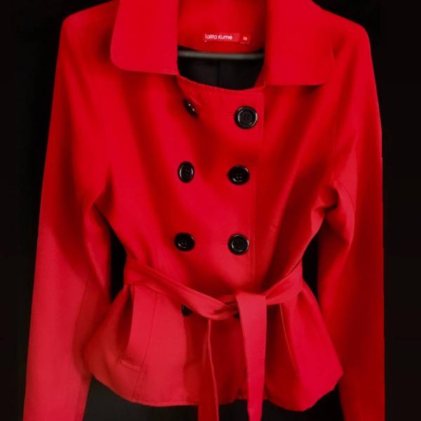 Casaco vermelho tamanho 38 semi novo