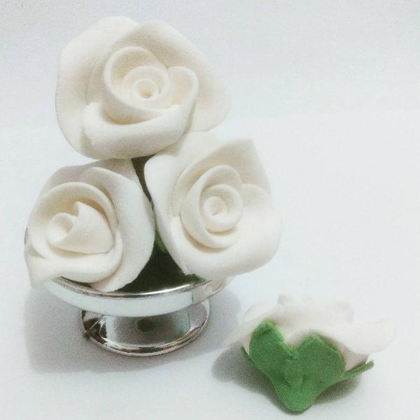 40 flores comestíveis de açúcar na cor branca