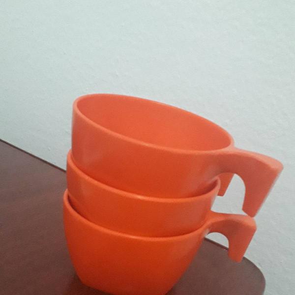 Copos xícaras laranjas