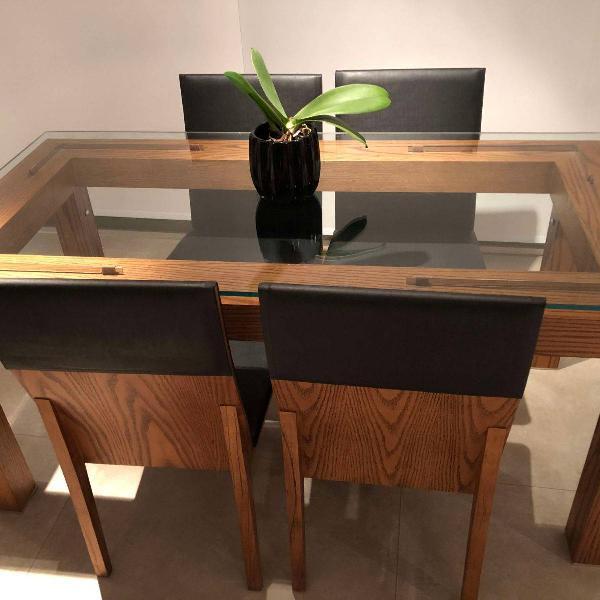 Mesa de jantar com conjunto de 4 cadeiras