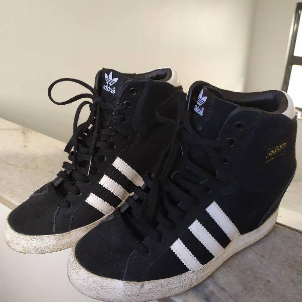 Sneakers camurça azul marinho adidas( número 36)