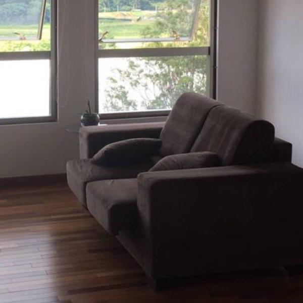 Sofá com chaises individuais retráteis