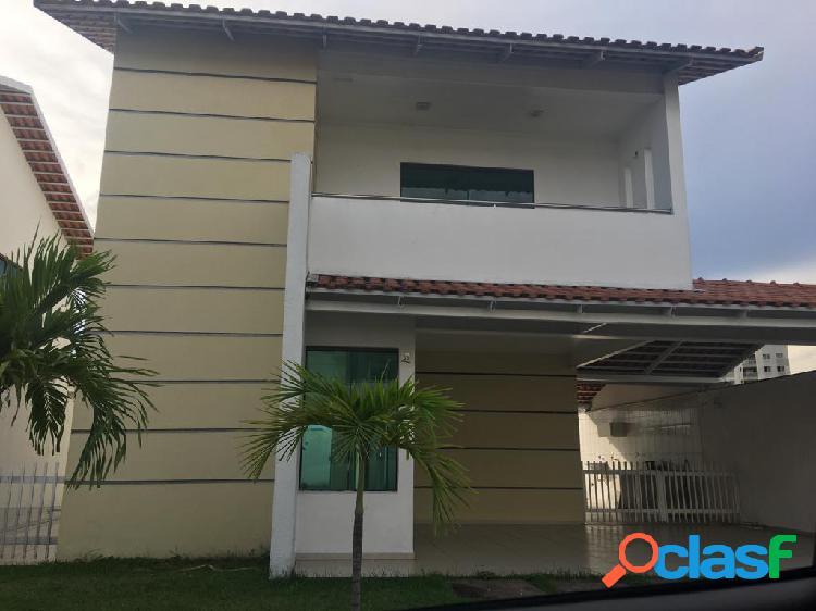 Alugo espetacular casa condomínio fechado, pq 10, 03 qtos, sendo tres suítes com armários, 3 splits