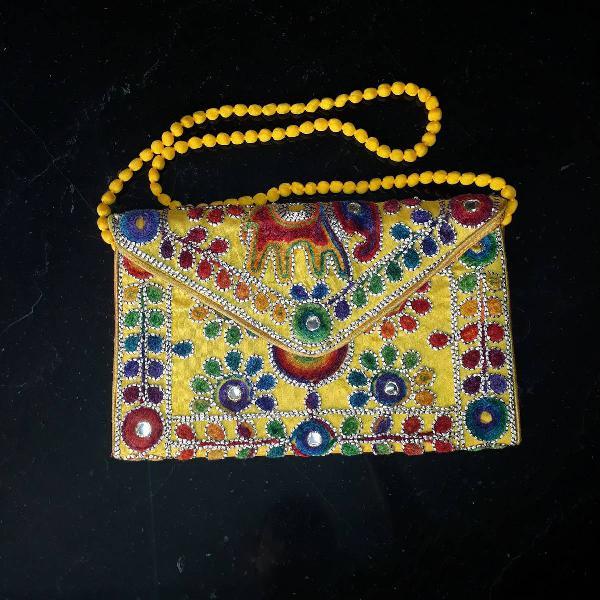 Bolsa estilo indiana amarela, bordada, com alça, podendo