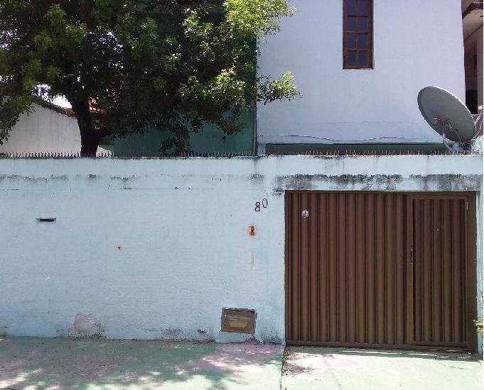 Casa grande e confortável em itapuã