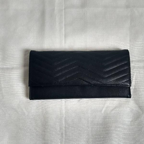 Carteira/ clutch em couro ecológico preta.