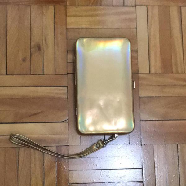Carteira dourada furta cor