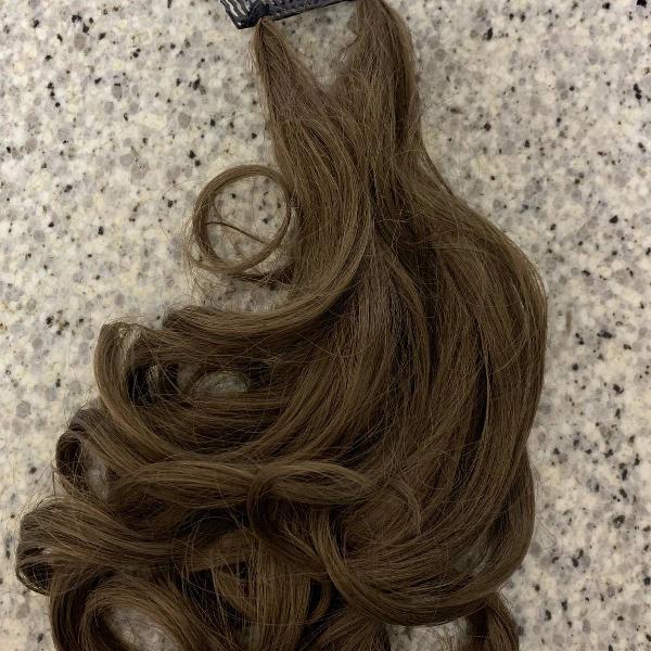 Extensão de cabelo na cor marrom