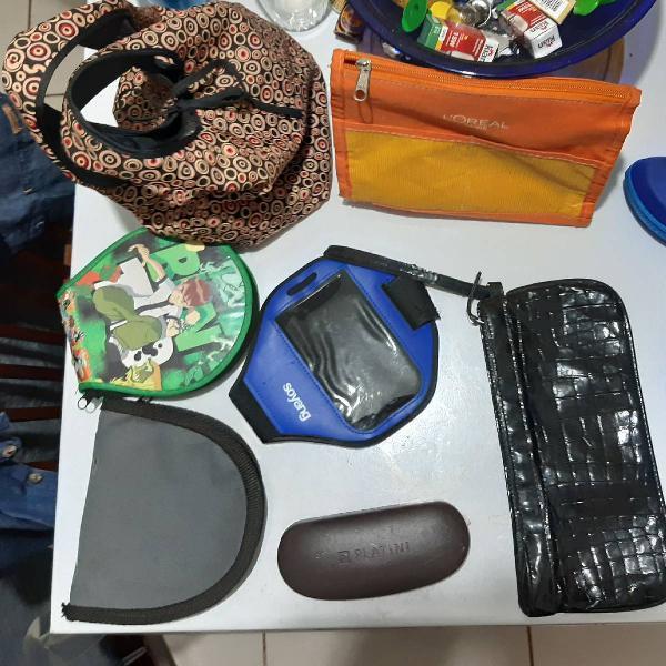 Kit com bolsa, necessaire, bone, porta óculos, braçadeira