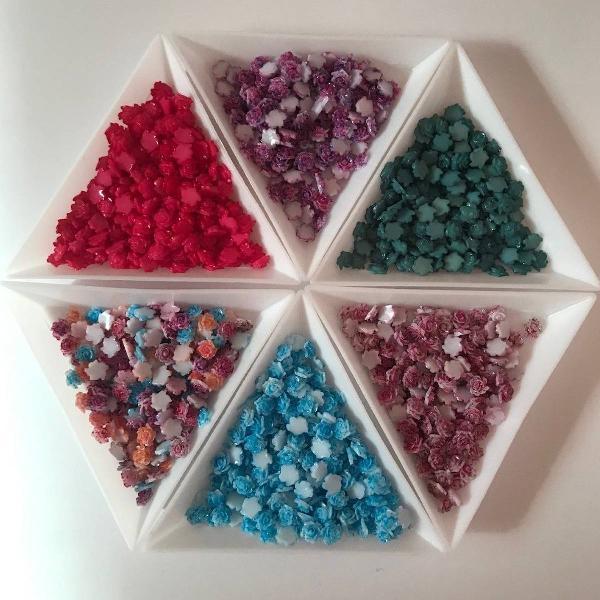 Kit pedrarias de unhas flor 3d 10 pcts 50 unidades cada cor