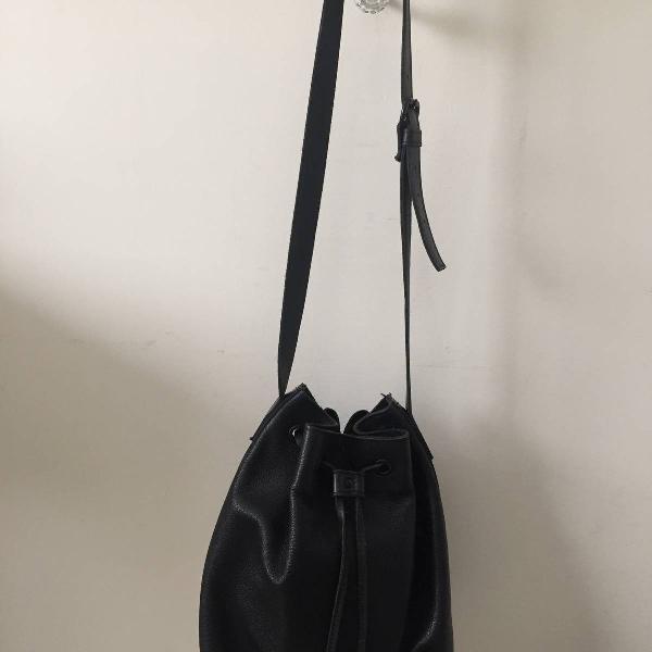 Bolsa preta em couro legítimo da via mia! linda e prática!