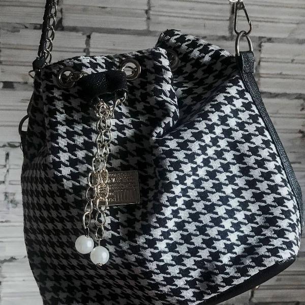 Bolsa quadriculada fashion