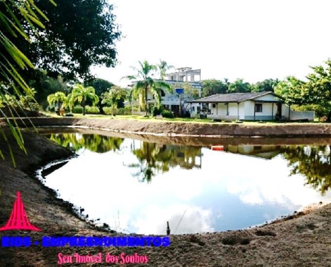 Chácara 4 hectares na praia de leste com fundos para o rio.