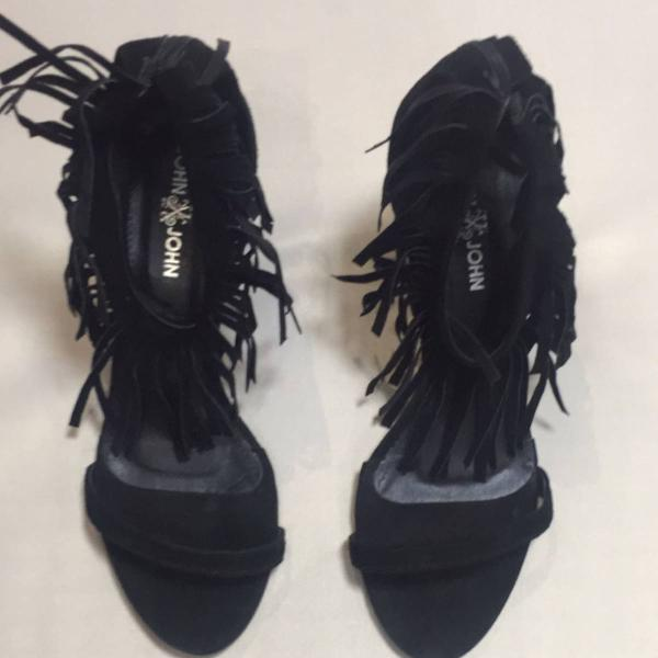 Linda sandália de franja