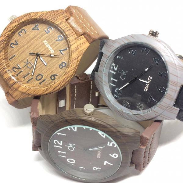 Relógio estilo madeira casual pulseira couro sintético.