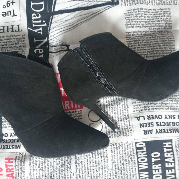 Bota meia cano curto salto fino bico fino feminina - preto